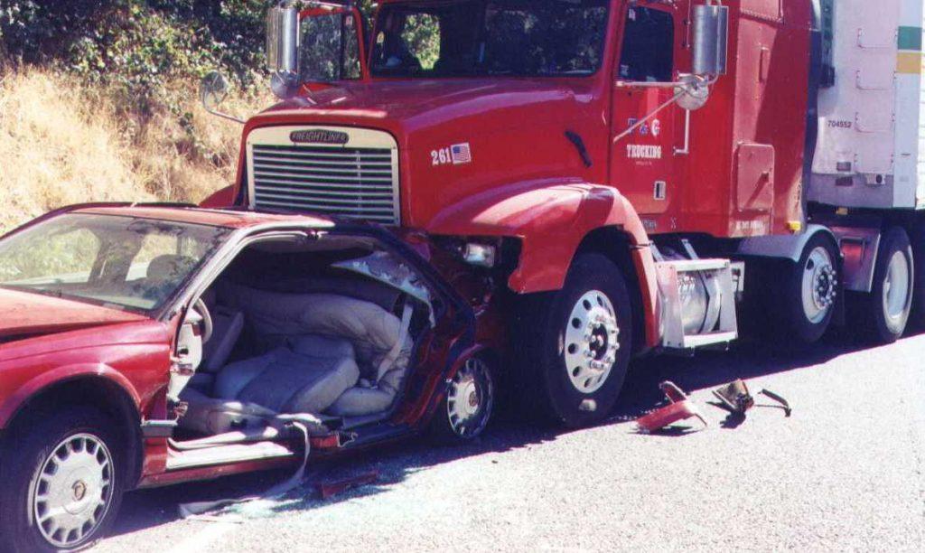 El Mejor Bufete Legal de Abogados de Accidentes de Semi Camión, Abogados Para Demandas de Accidentes de Camiones San Diego California
